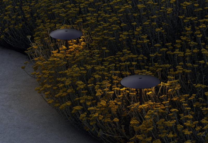 marset_lr_ginger-b-44-ip65-grey-graphite-with-yellow-flowers-2-800×1200